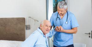 Как убедить пожилого переехать в дом престарелых?