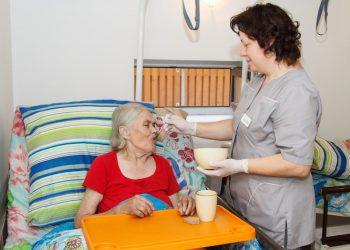 професійний догляд за літніми людьми